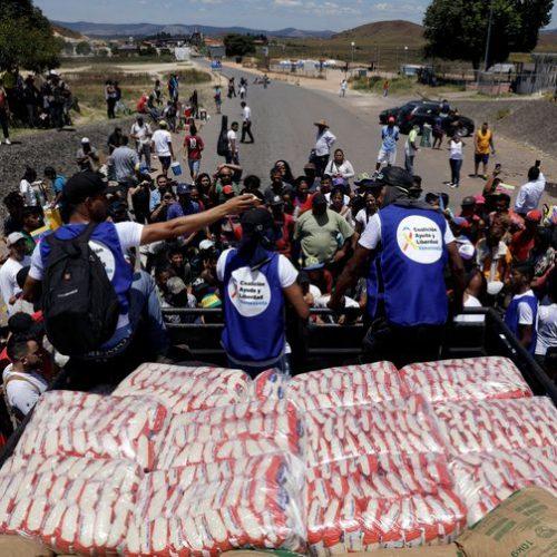 Governo informa que dois caminhões com ajuda entraram na Venezuela