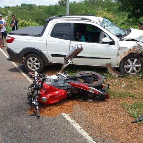 Colisão entre motocicleta e carro deixa dois mortos em Bocaina
