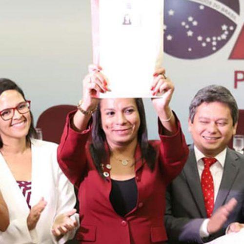 """Primeira advogada trans do Piauí pede: """"lutem por seus sonhos"""""""