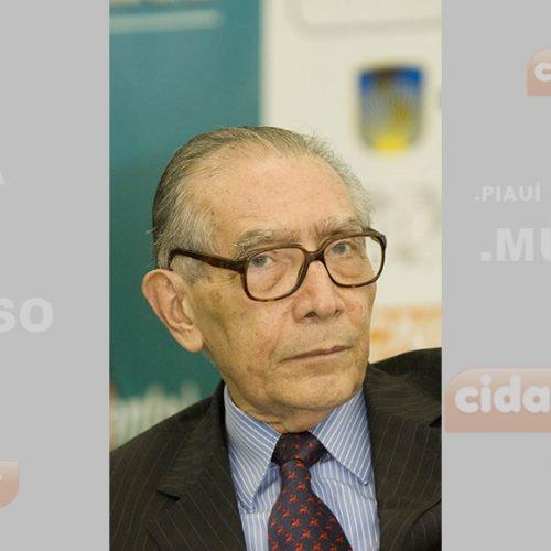 Economista piauiense e ex-ministro Reis Velloso morre no RJ