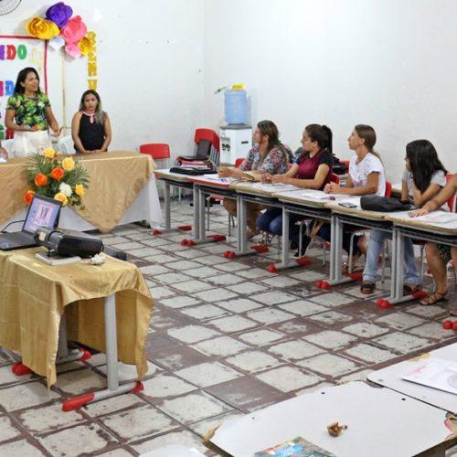 Professores da Educação de Jovens e Adultos participam de formação em Massapê do Piauí