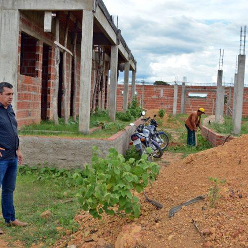 Construção de escola modelo é retomada em Jaicós
