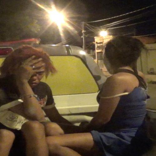 Mulheres são presas após tentarem esfaquear vítima durante assalto