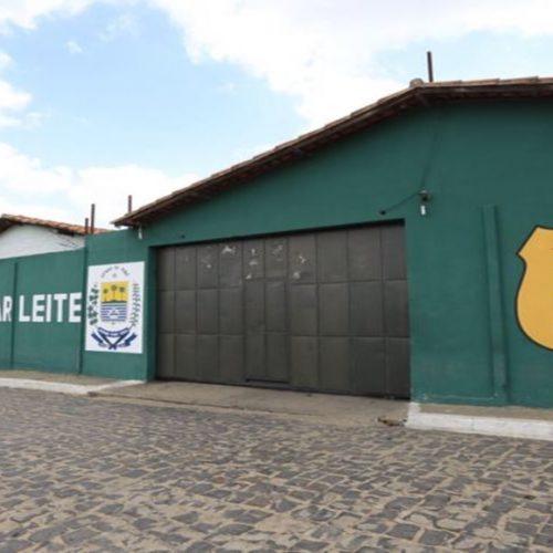 Preso aproveita descuido durante manutenção de portão e foge de penitenciária no Piauí