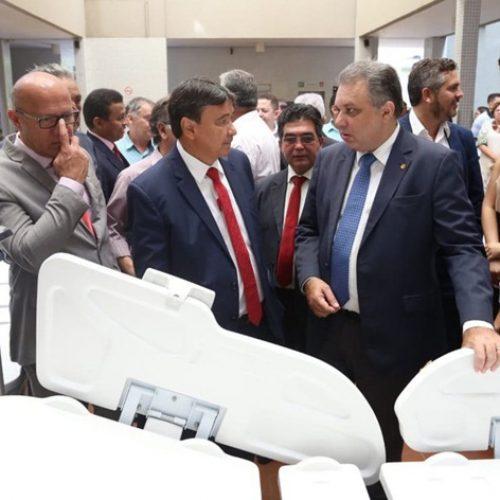 Deputado Pablo Santos e Wellington Dias entregam equipamentos para o Hospital Getúlio Vargas