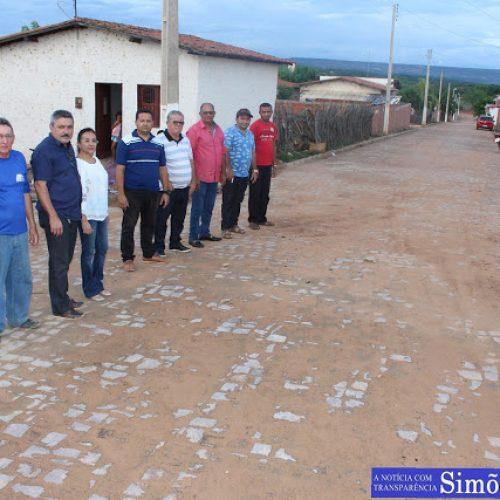 Prefeitura de Simões entrega obra de 5 mil m² de calçamento e anuncia novas ações