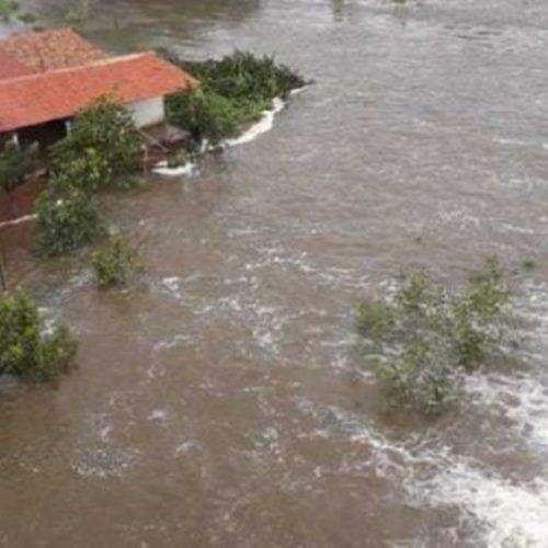 Água ultrapassa parede de barragem e causa alagamentos em Valença