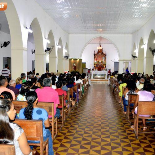 Fiéis lotam igreja na 9ª noite de novena e missa no Festejo de São José, em Inhuma; veja fotos