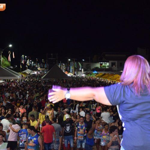 Confira as fotos da 1ª noite do Carnaval de Picos