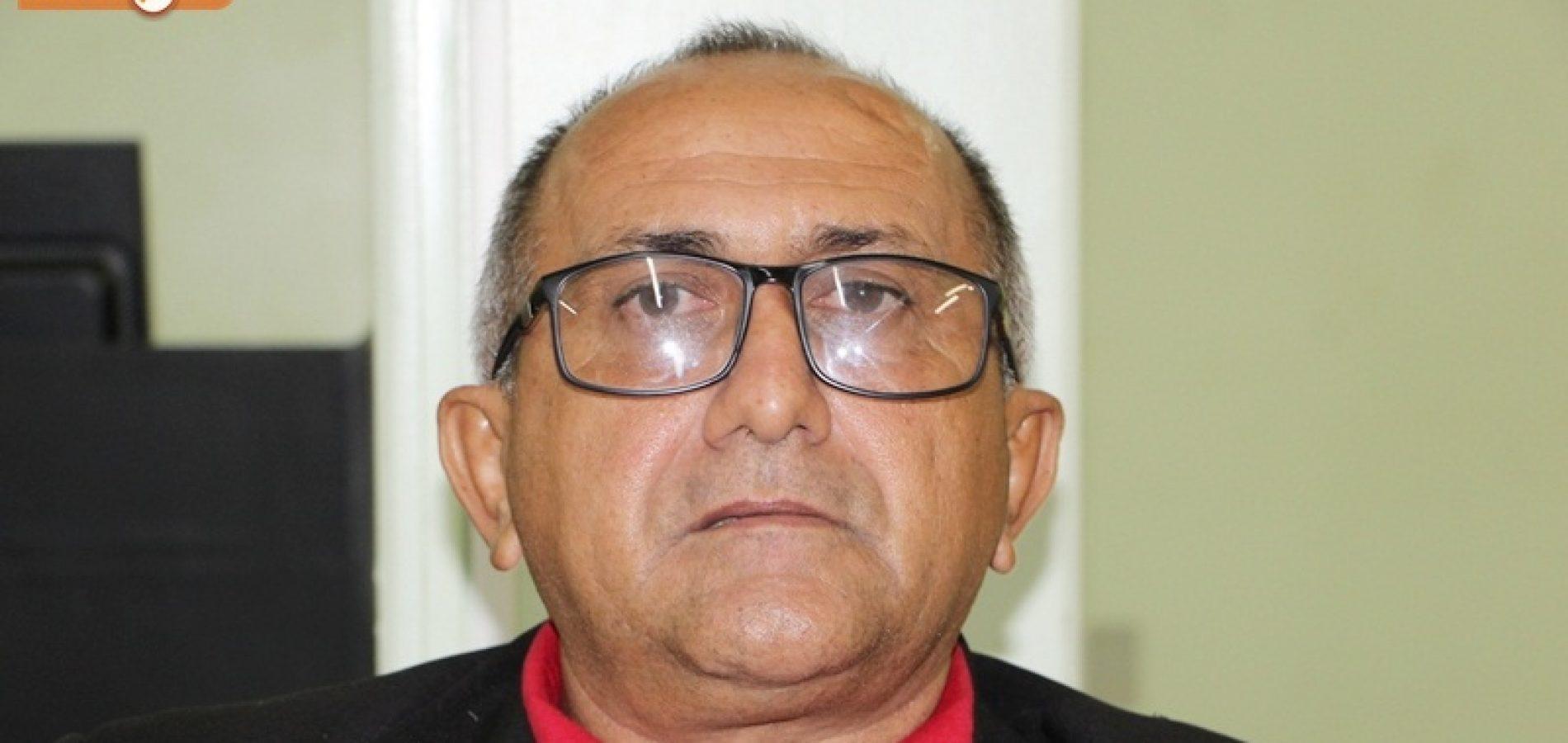 JAICÓS   Vereador Divino Macedo cobra identificação de carros da Gestão Municipal