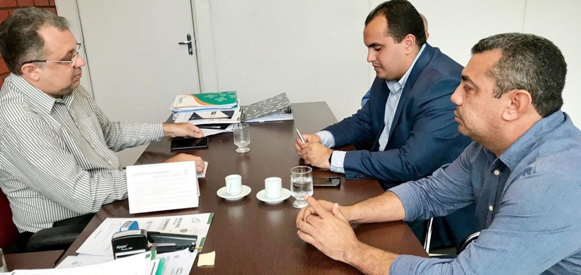 Na capital, prefeito de Jaicós reivindica recursos para o Hospital Florisa Silva
