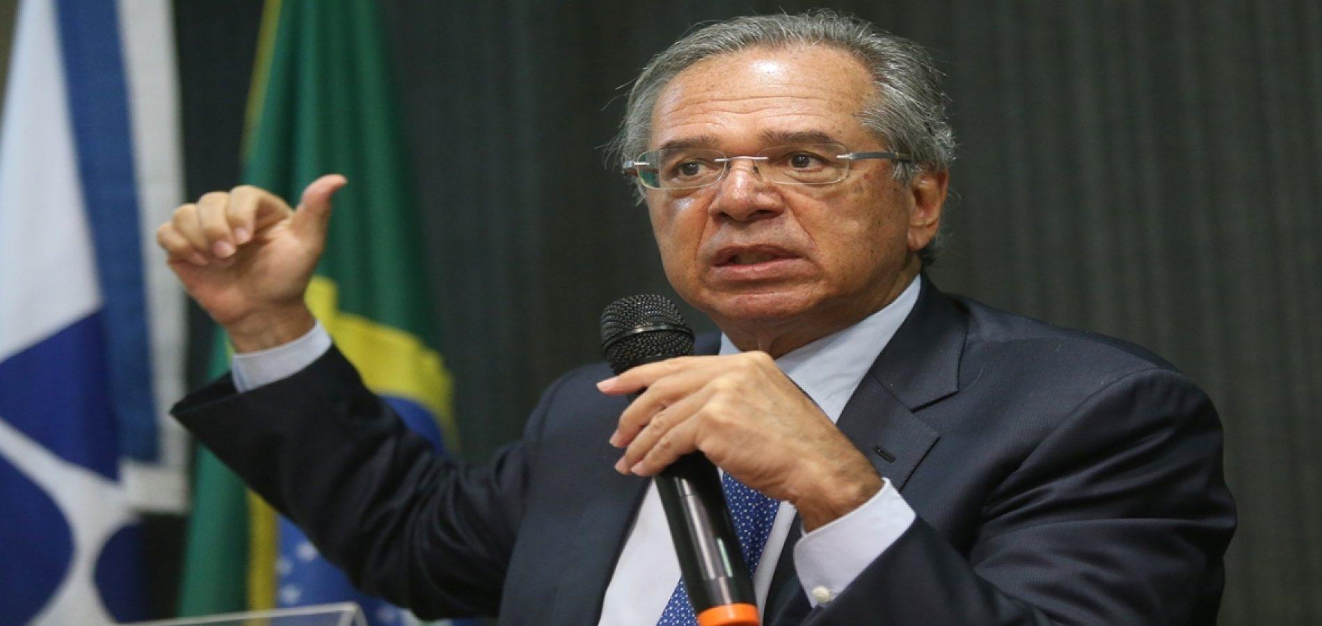 Paulo Guedes deve dar sinal verde para elevar salário mínimo