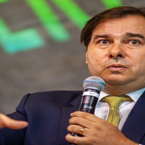Maia pede que Bolsonaro adie provas do Enem por causa da pandemia