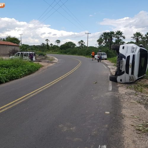 Motorista perde o controle da direção e veículo tomba na PI 461 entre Jaicós e Massapê do Piauí