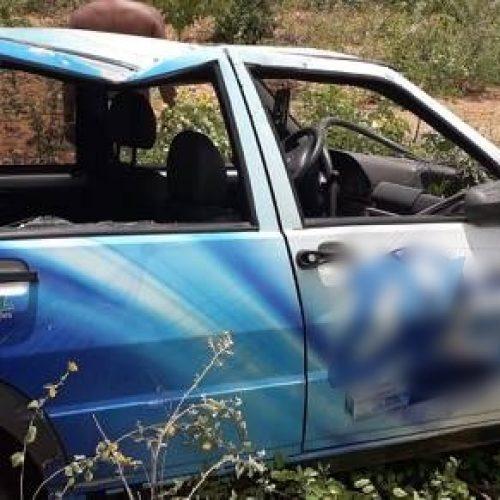 Fiat Uno capota na rodovia PI-459 em Queimada Nova e duas pessoas ficam feridas