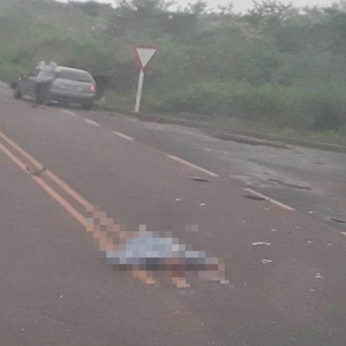 Idoso tem morte imediata após colisão entre moto e carro