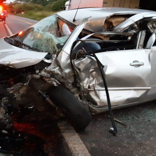 Jovem fica preso às ferragens em acidente na BR 343