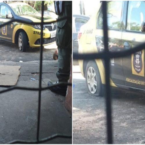 Populares revoltados com multas rasgam pneus de carros da Strans e fazem protesto