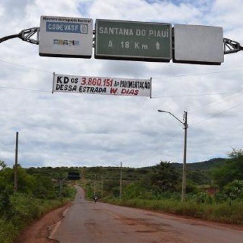 Faixa cobrando recursos de estrada ao governador é fixada em portal da PI que liga Picos a Santana