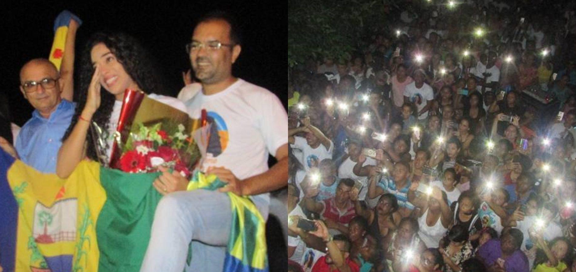 Ex-BBB Elana arrasta multidão e se emociona durante carreata em Nazaré do Piauí