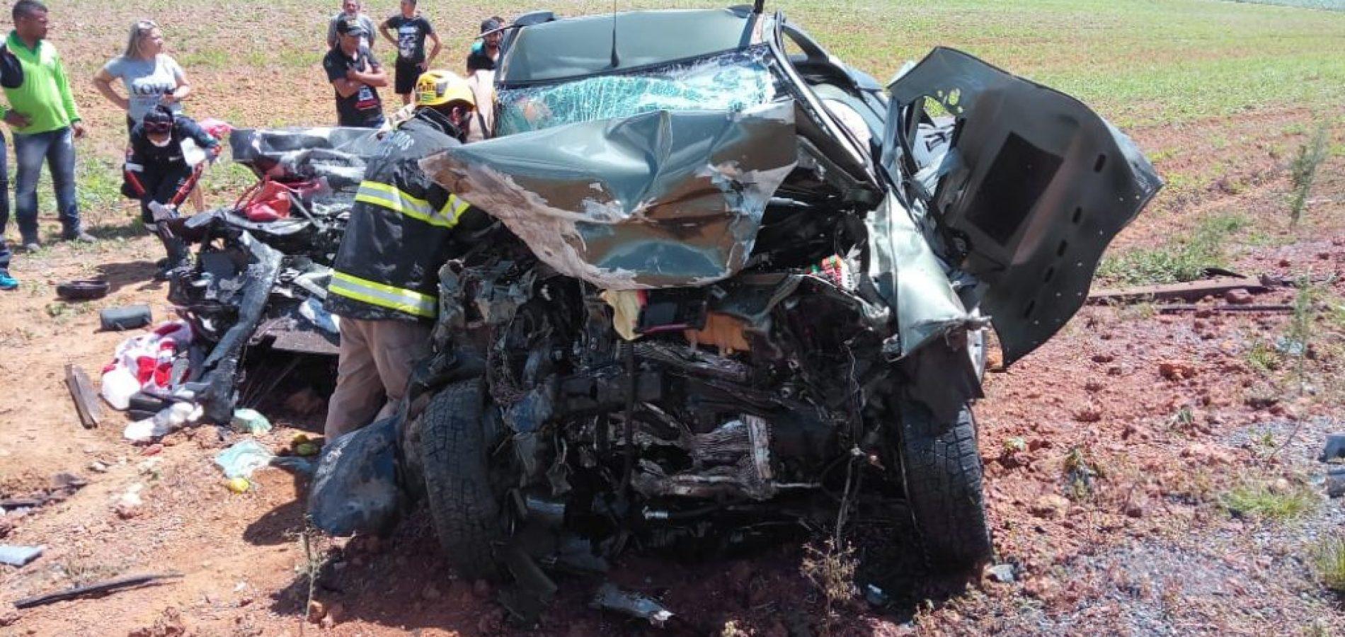 Família piauiense morre após colisão entre veículos na GO-436