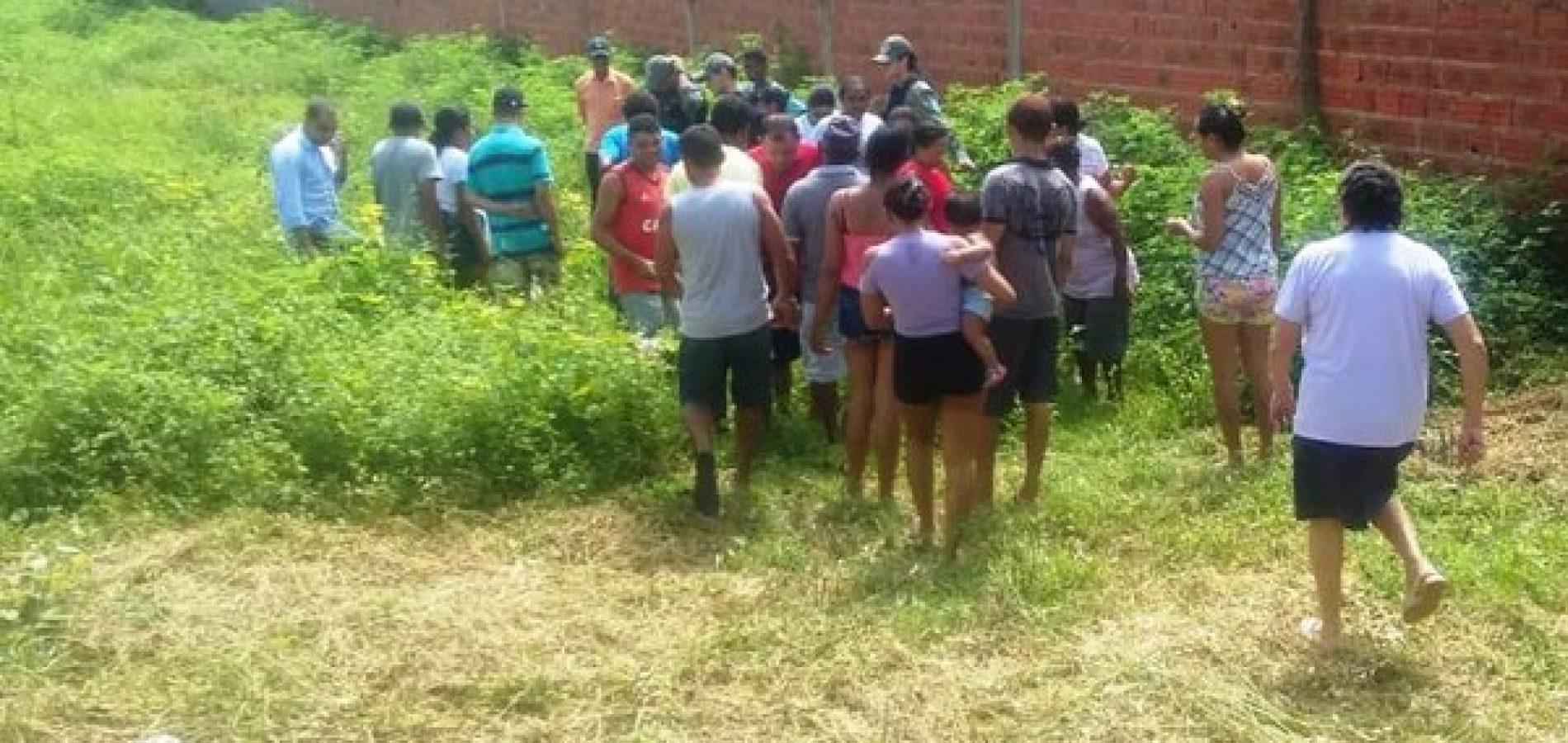 Adolescente  é encontrada morta em terreno baldio ao lado de igreja no Piauí