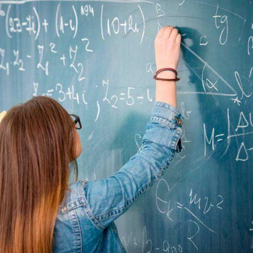 Sonho de ser professor motiva estudantes a cursarem Pedagogia