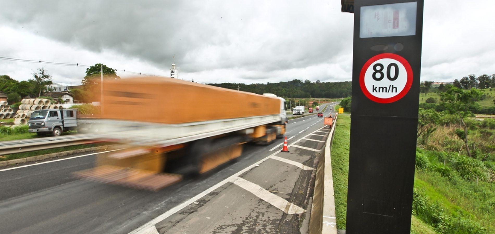Bolsonaro cancela instalação de 8 mil radares em estradas do Brasil
