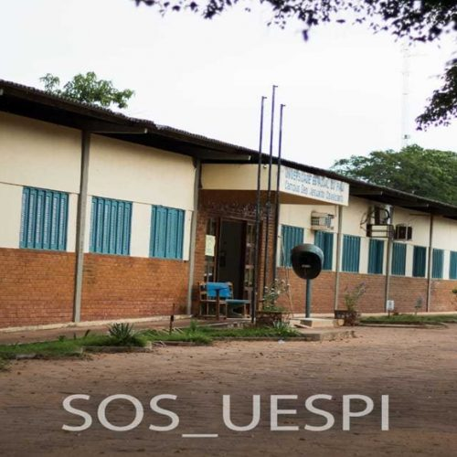 Alunos da Universidade Estadual do Piauí mostram estrutura precária