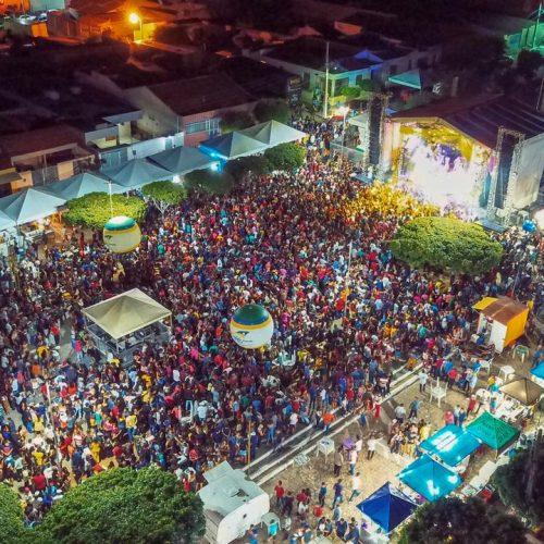 Confira as fotos dos shows de Saia Rodada, Brasas do Forró e Kátia Cilene no aniversário de Caldeirão