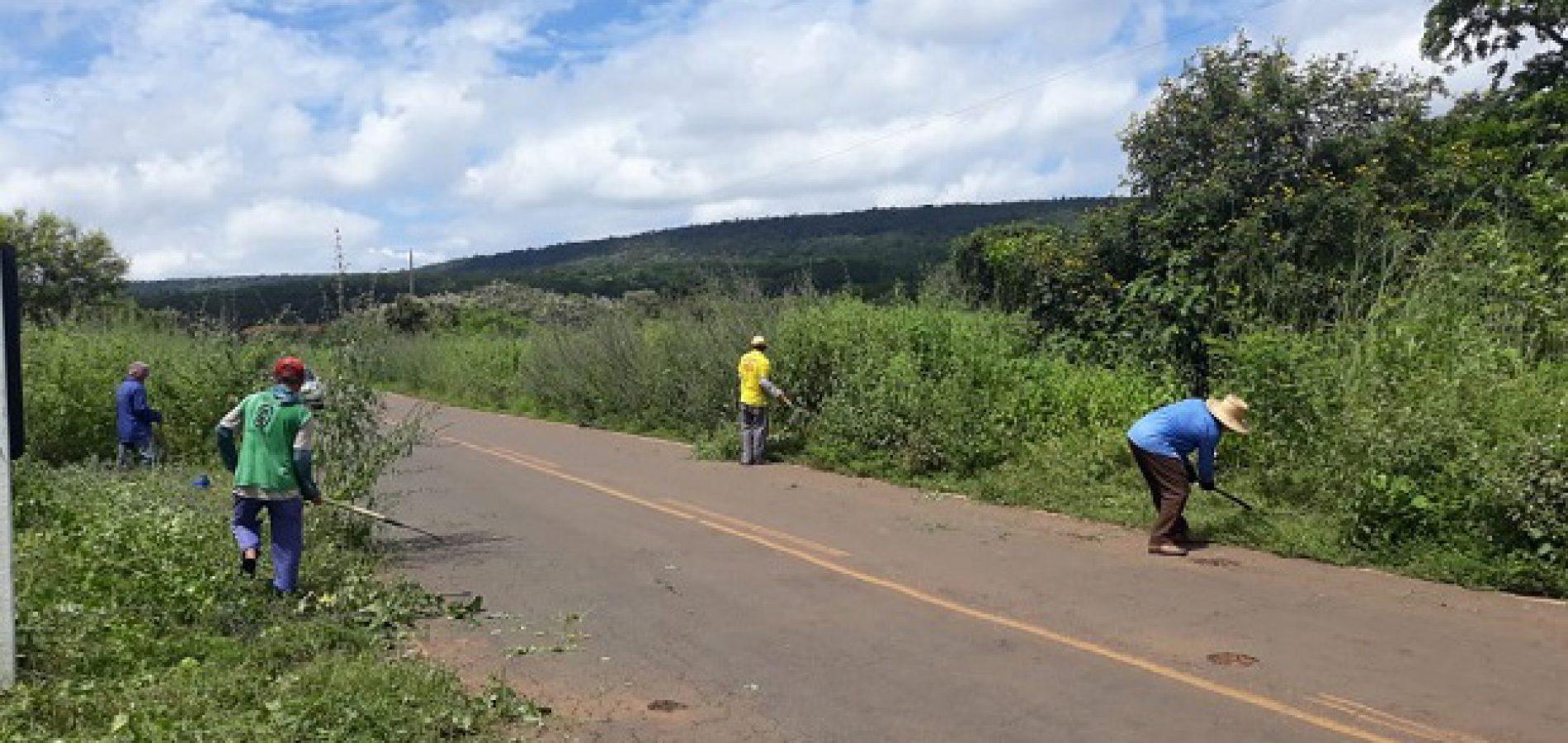 Prefeitura de Santana inicia roço do mato na PI-375