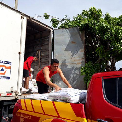 Duas mil famílias do litoral recebem ajuda humanitária