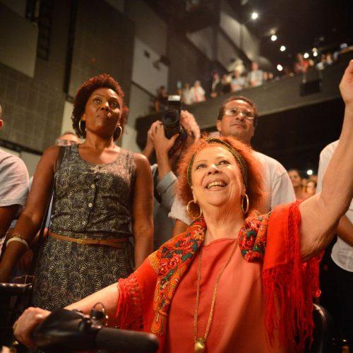 Morre aos 72 anos, a sambista Beth Carvalho