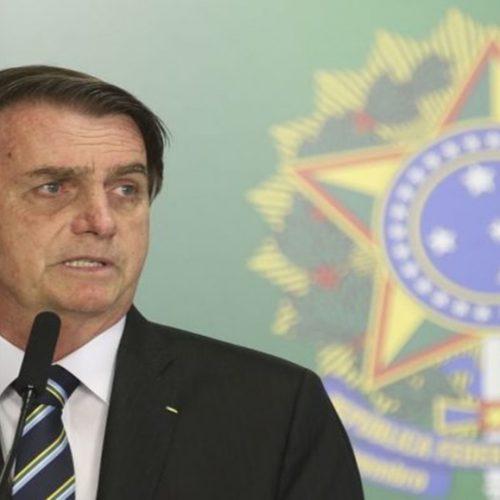 Bolsonaro assina decreto que extingue horário de verão