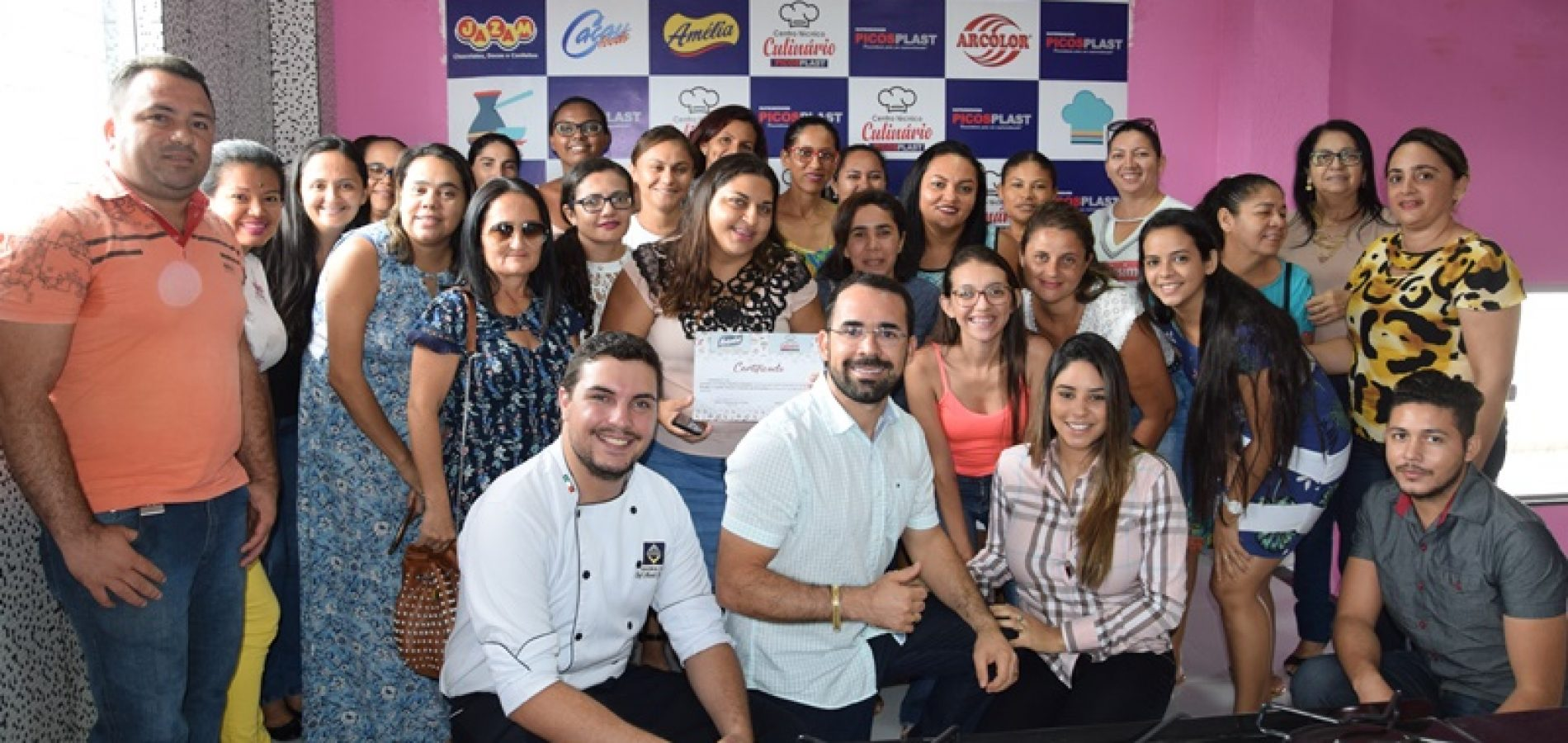 Picosplast promove curso de confeitaria para clientes em Picos