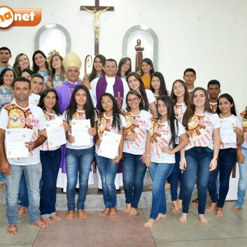 17 jovens e adultos recebem o sacramento da Crisma em Francisco Macedo; veja fotos