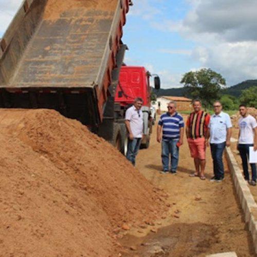SIMÕES | Prefeito Zé Ulisses autoriza início de obras de pavimentação em diversas ruas do município