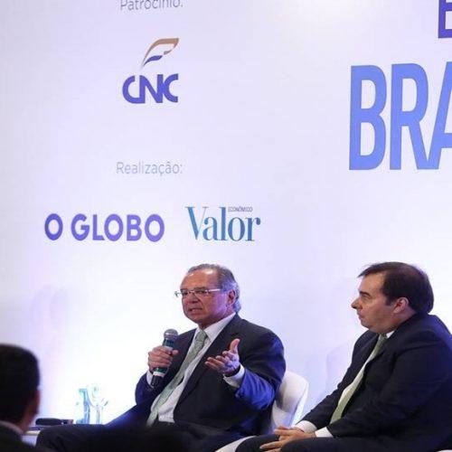 """Vamos fazer o dinheiro """"sair do chão"""", afirma ministro Paulo Guedes"""