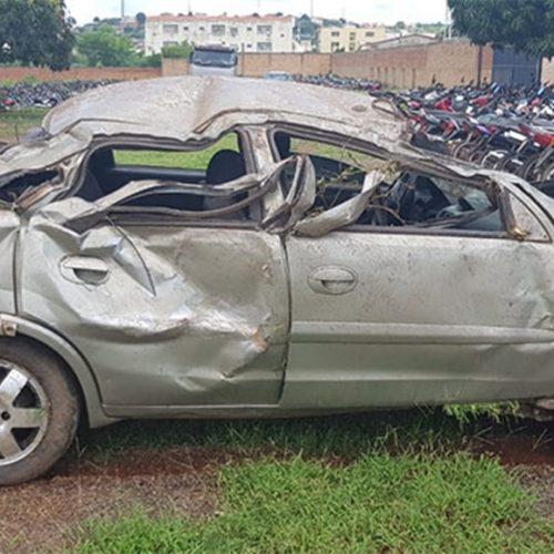 Motorista desobedece a PRF, tenta fugir, e capota veículo em Dom Expedito Lopes