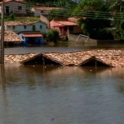 Mais de 20 famílias deixam casas no Piauí após rio transbordar