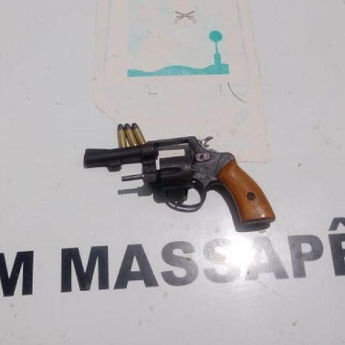 Homem é conduzido após exibir arma em bar no interior de Massapê do PI