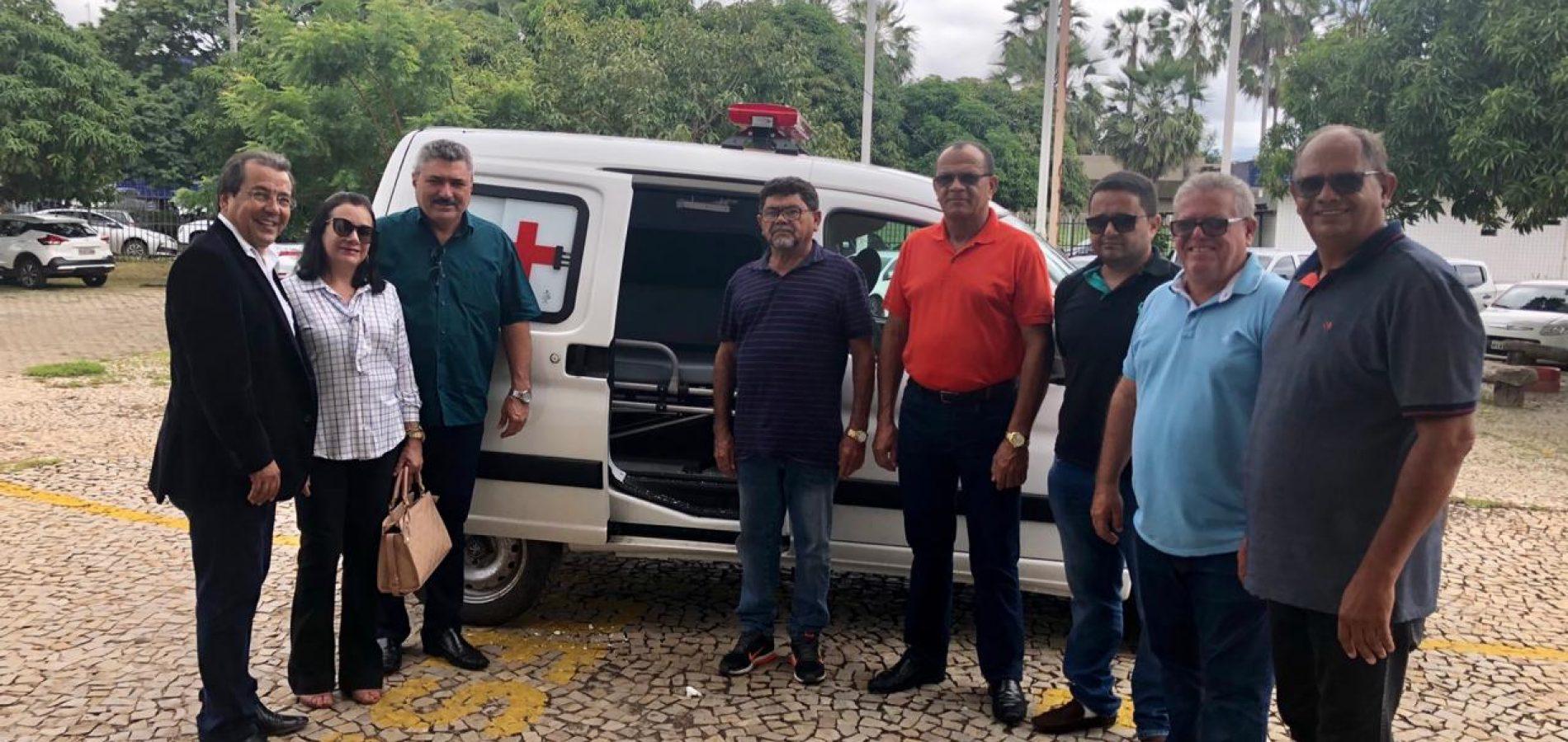 Prefeito Zé Ulisses recebe nova ambulância e fala sobre o trabalho da gestão em Simões
