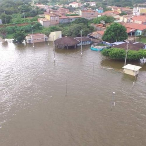 Barragem sangra e água invade ponto turístico no Piauí