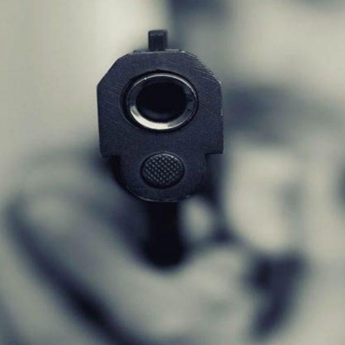 FCO SANTOS | Homem não aceita término, atira na ex e acerta em criança de 9 anos