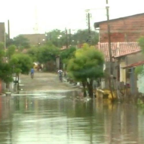 Sobe o número de desabrigados após fortes chuvas no litoral do Piauí