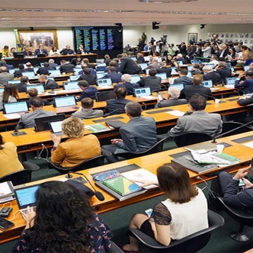 CCJ aprova parecer a favor da reforma da Previdência