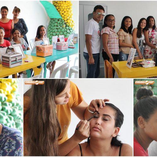 Jovens participam de curso de maquiagem promovido pela Secretaria de Cultura de Jaicós