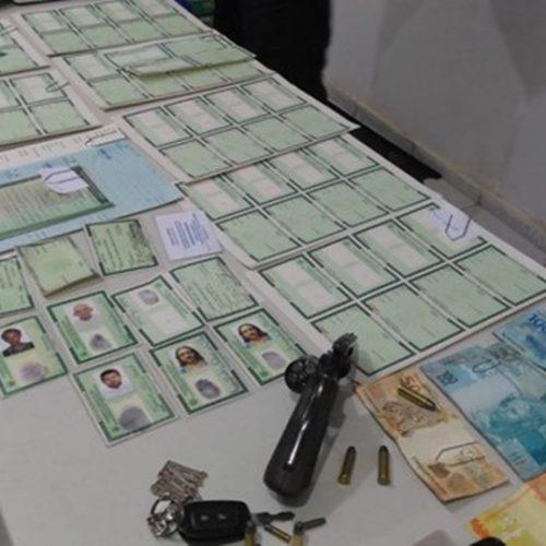 Homem é preso suspeito de fraudar documentos e vender falsificação por R$ 500