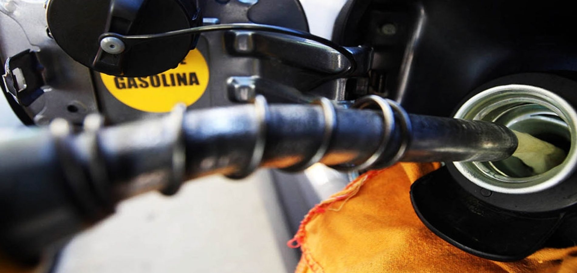 Petrobras reduz preço da gasolina em 8% nas refinarias