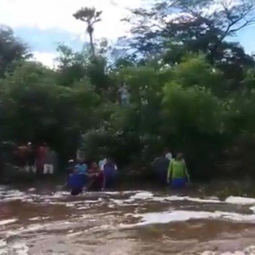 Corolla é arrastado por correnteza e dois homens morrem afogados no Piauí